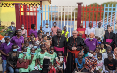 Cameroun : un cardinal à la rencontre des enfants de la rue